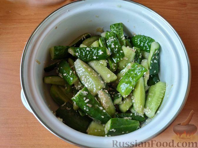Фото приготовления рецепта: Закуска из огурцов быстрого приготовления - шаг №5