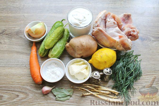 Фото приготовления рецепта: Суп с куриными крылышками, свежими огурцами и сметаной - шаг №1