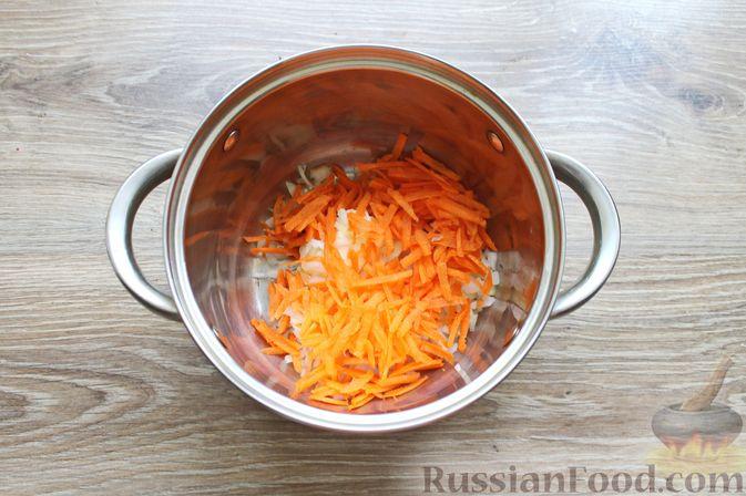 Фото приготовления рецепта: Суп с куриными крылышками, свежими огурцами и сметаной - шаг №3