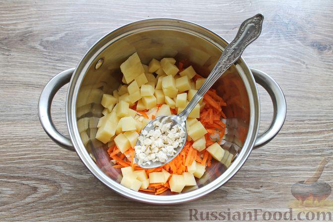 Фото приготовления рецепта: Суп с куриными крылышками, свежими огурцами и сметаной - шаг №5