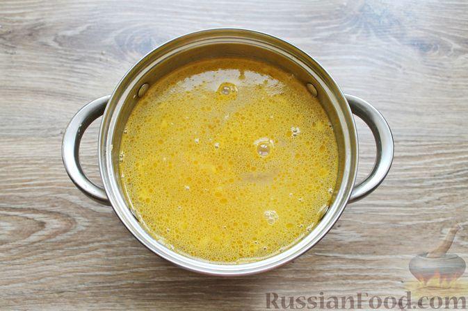 Фото приготовления рецепта: Суп с куриными крылышками, свежими огурцами и сметаной - шаг №8