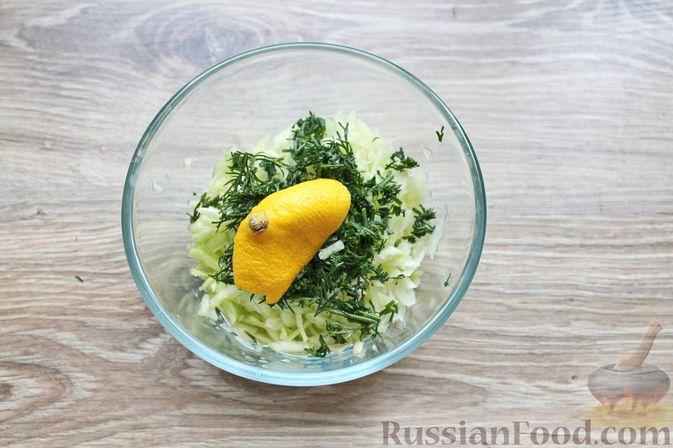 Фото приготовления рецепта: Суп с куриными крылышками, свежими огурцами и сметаной - шаг №12