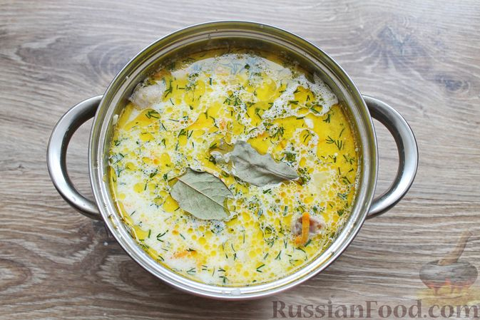 Фото приготовления рецепта: Суп с куриными крылышками, свежими огурцами и сметаной - шаг №18
