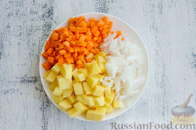 Фото приготовления рецепта: Суп с мясными фрикадельками, рисом и солёными огурцами - шаг №2