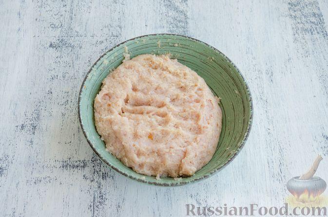 Фото приготовления рецепта: Суп с мясными фрикадельками, рисом и солёными огурцами - шаг №7