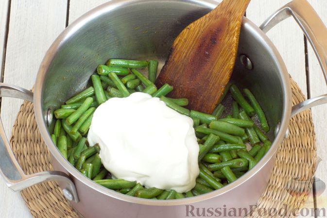 Фото приготовления рецепта: Овощной суп с цветной капустой, стручковой фасолью и адыгейским сыром - шаг №6