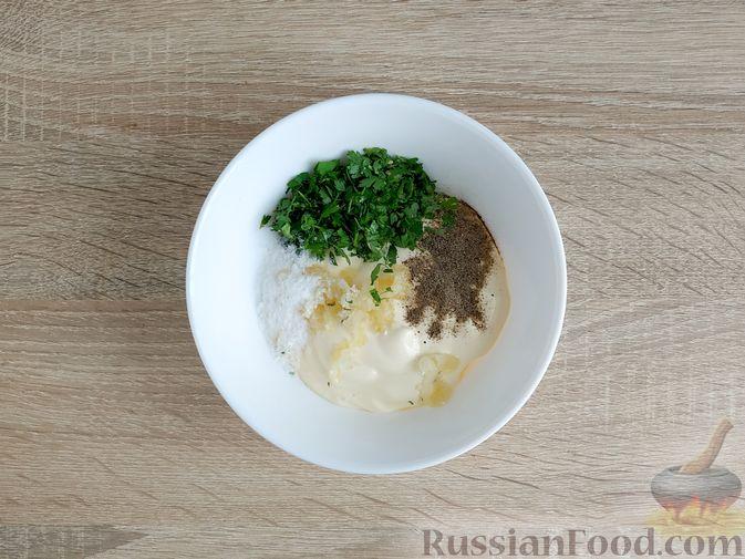 Фото приготовления рецепта: Салат с говядиной, цветной капустой, зелёным горошком и маринованными огурцами - шаг №13