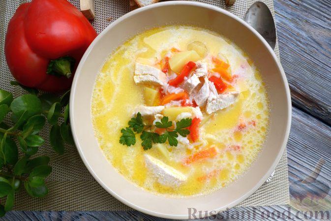 Фото приготовления рецепта: Куриный суп с овощами, рисом и плавленым сыром - шаг №15