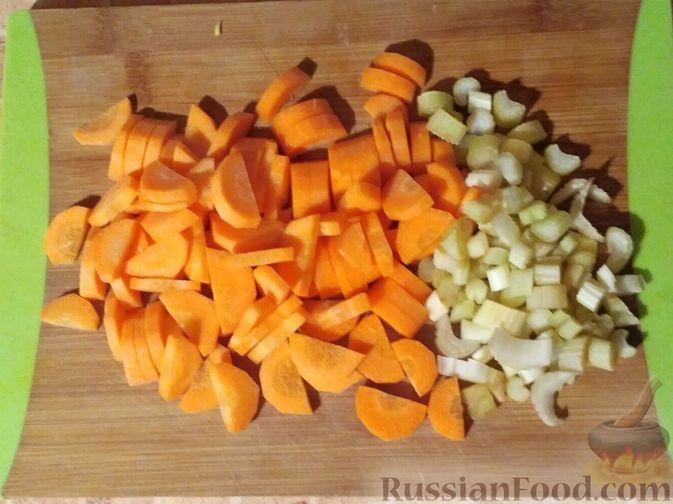 Фото приготовления рецепта: Овощное рагу с говяжьими рёбрышками - шаг №4