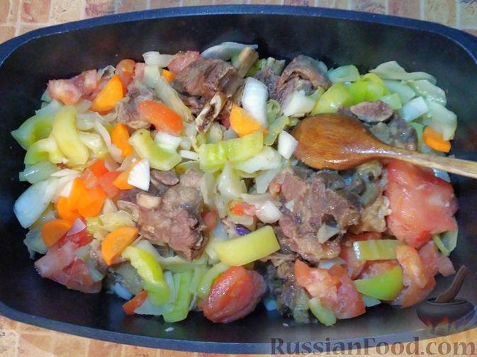 Фото приготовления рецепта: Овощное рагу с говяжьими рёбрышками - шаг №6