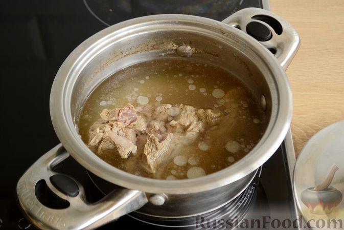 Фото приготовления рецепта: Салат с говядиной, болгарским перцем и грецкими орехами - шаг №3