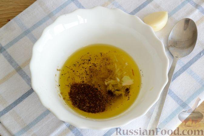 Фото приготовления рецепта: Салат с говядиной, болгарским перцем и грецкими орехами - шаг №8