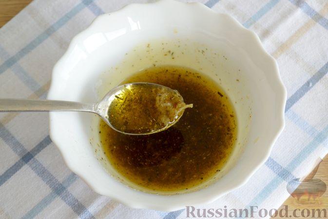 Фото приготовления рецепта: Салат с говядиной, болгарским перцем и грецкими орехами - шаг №9
