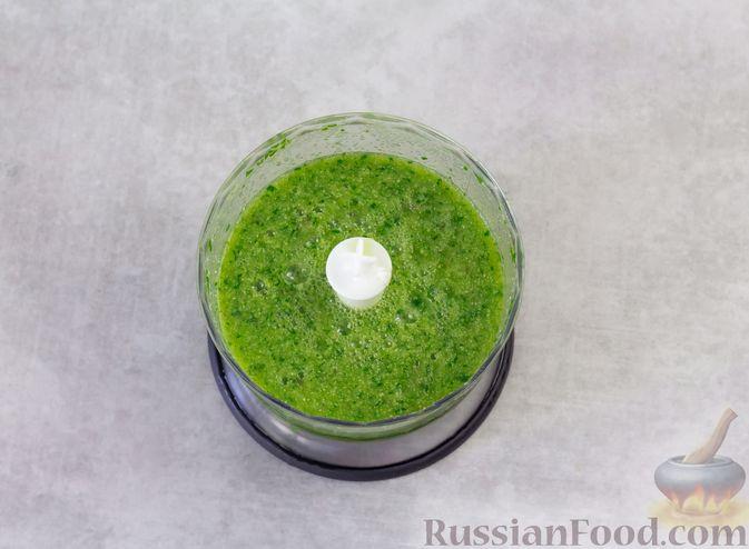 Фото приготовления рецепта: Смузи с кабачком, сливами и зеленью - шаг №4
