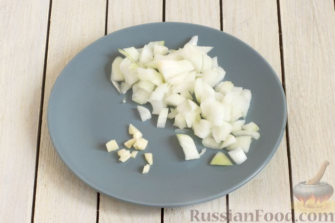 Фото приготовления рецепта: Крем-суп из брокколи и зелёного горошка - шаг №2
