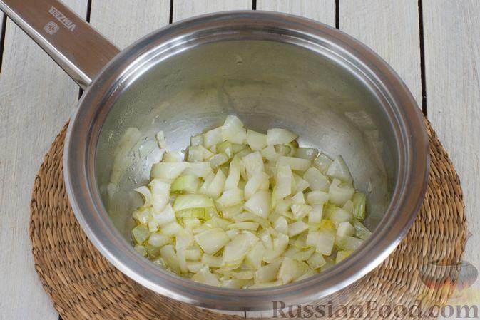 Фото приготовления рецепта: Крем-суп из брокколи и зелёного горошка - шаг №3