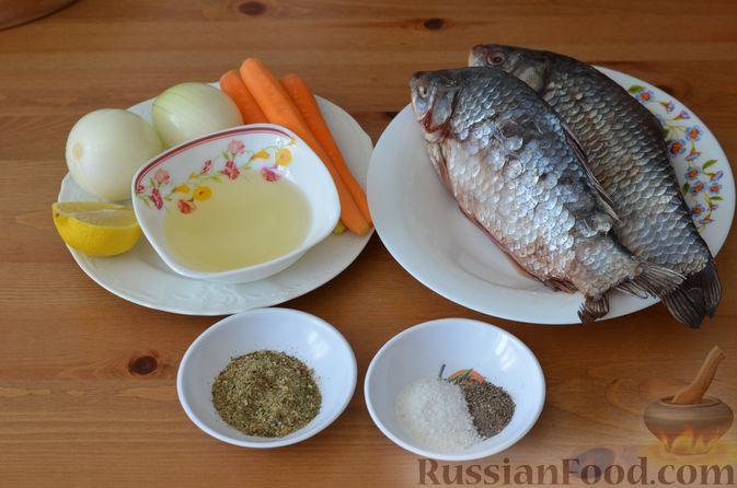 Фото приготовления рецепта: Карась, запечённый с морковью и луком - шаг №1