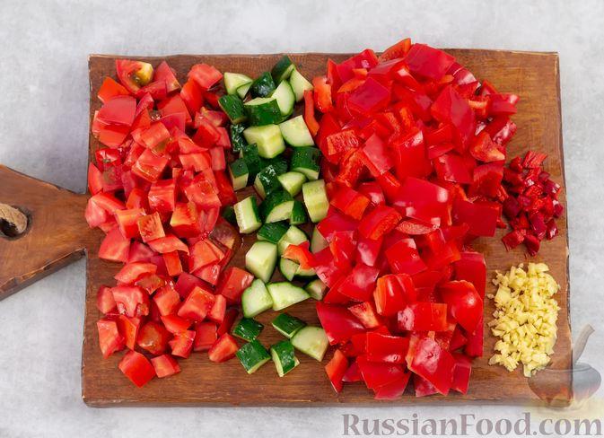 Фото приготовления рецепта: Арбузный гаспачо с овощами, лаймом и имбирем - шаг №3