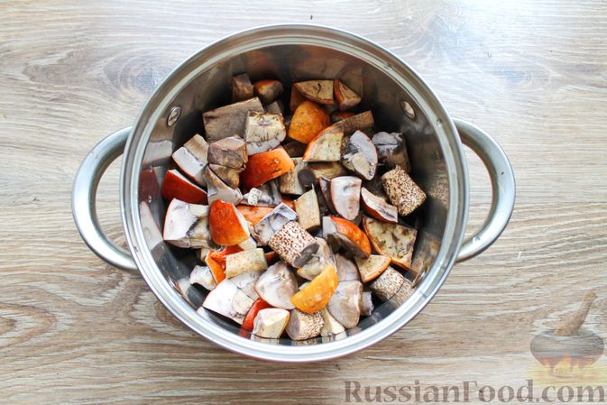 Фото приготовления рецепта: Крем-суп из подосиновиков - шаг №2