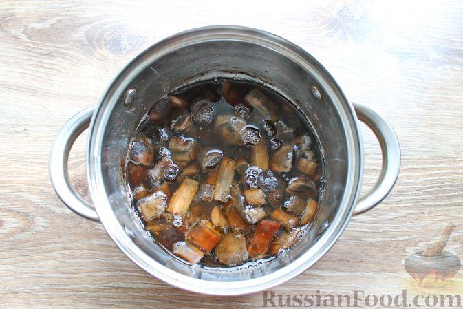 Фото приготовления рецепта: Крем-суп из подосиновиков - шаг №3