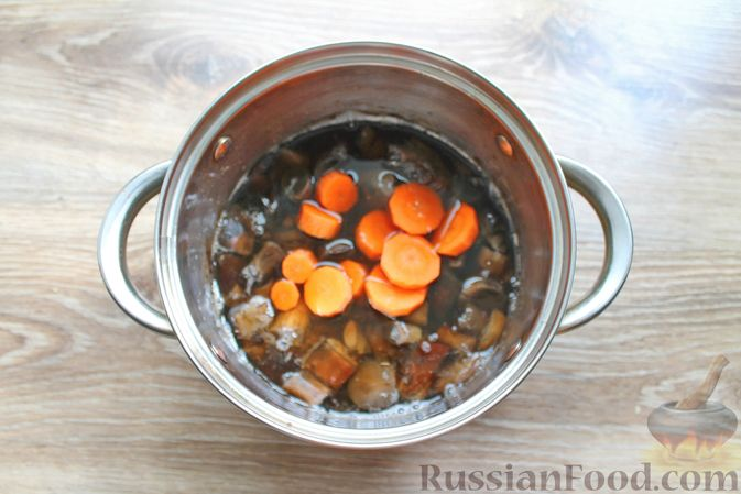 Фото приготовления рецепта: Крем-суп из подосиновиков - шаг №4