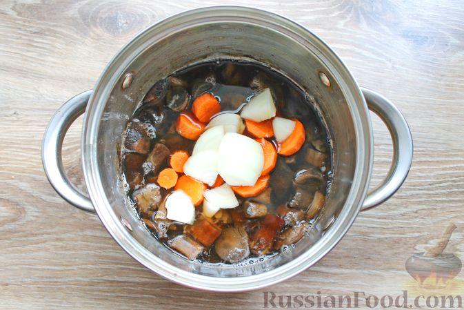 Фото приготовления рецепта: Крем-суп из подосиновиков - шаг №5