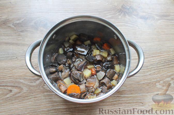 Фото приготовления рецепта: Крем-суп из подосиновиков - шаг №7