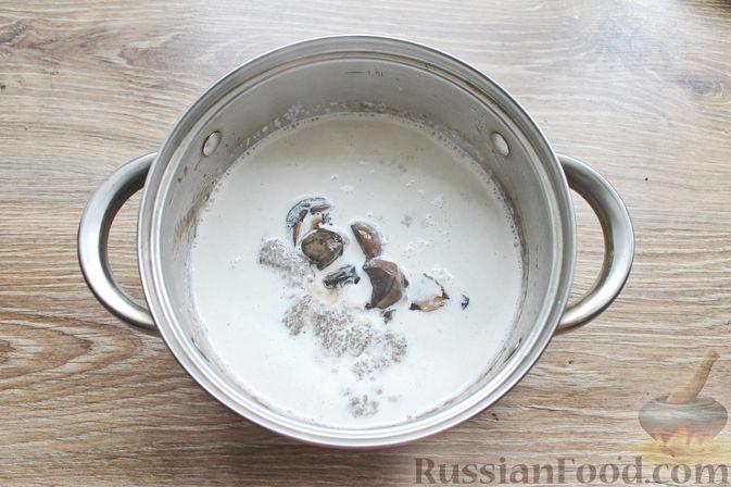 Фото приготовления рецепта: Крем-суп из подосиновиков - шаг №10