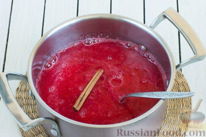 Фото приготовления рецепта: Джем из алычи с корицей (на зиму) - шаг №7