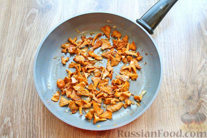 Фото приготовления рецепта: Морковно-яблочные оладьи с пшеном и манкой - шаг №5