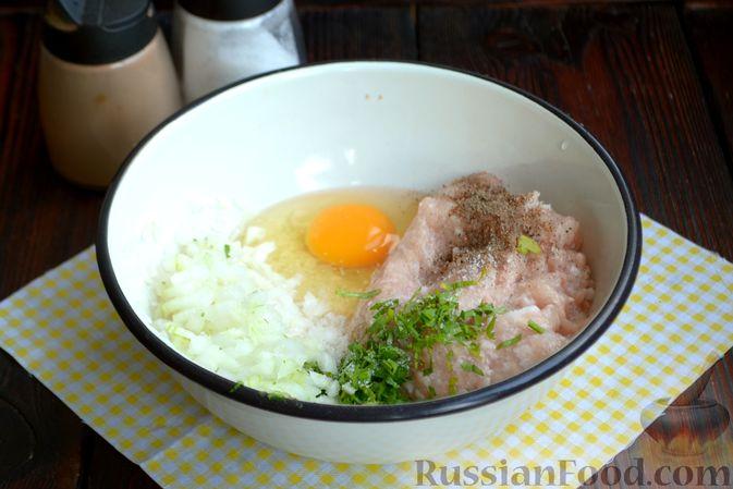 Фото приготовления рецепта: Суп с куриными фрикадельками и яично-лимонной заправкой - шаг №4