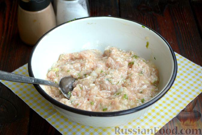 Фото приготовления рецепта: Суп с куриными фрикадельками и яично-лимонной заправкой - шаг №5