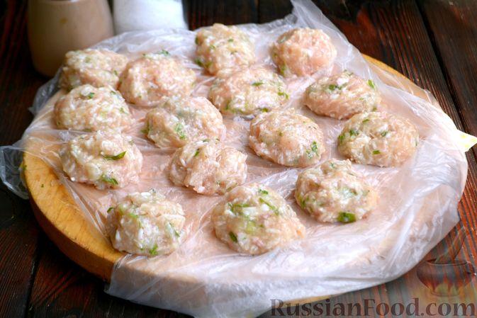 Фото приготовления рецепта: Суп с куриными фрикадельками и яично-лимонной заправкой - шаг №6