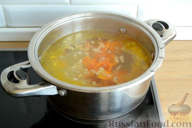 Фото приготовления рецепта: Суп с куриными фрикадельками и яично-лимонной заправкой - шаг №7