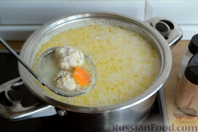 Фото приготовления рецепта: Суп с куриными фрикадельками и яично-лимонной заправкой - шаг №16