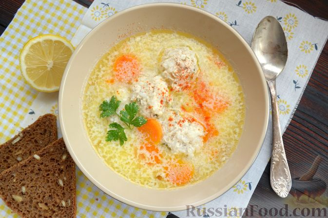 Фото приготовления рецепта: Суп с куриными фрикадельками и яично-лимонной заправкой - шаг №17