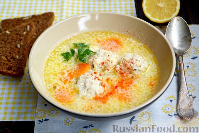 Фото к рецепту: Суп с куриными фрикадельками и яично-лимонной заправкой