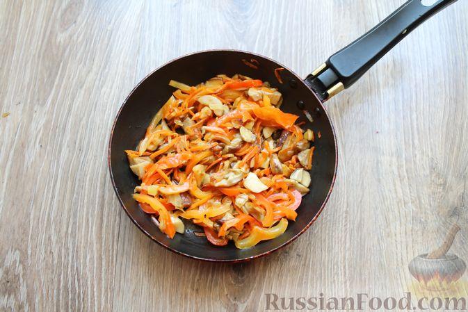Фото приготовления рецепта: Суп с белыми грибами и плавленым сыром - шаг №9