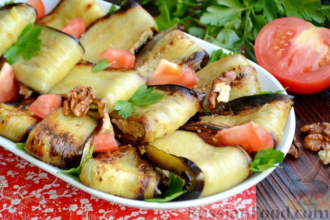 Фото к рецепту: Жареные баклажаны с ореховым соусом