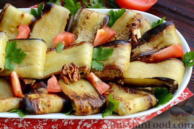 Фото приготовления рецепта: Жареные баклажаны с ореховым соусом - шаг №16