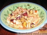 Фото к рецепту: Салат из морепродуктов с фасолью