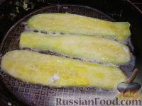 """Фото приготовления рецепта: Жареные кабачки """"Тещин язык"""" - шаг №9"""