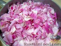 Фото приготовления рецепта: Варенье из розы - шаг №2