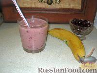 Фото к рецепту: Вишнево-банановый смузи