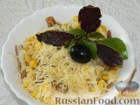 """Фото к рецепту: Салат с сухариками """"Сырный день"""""""