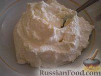 Фото приготовления рецепта: Малиновый десерт с овсяным печеньем и творогом - шаг №3