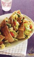 Фото к рецепту: Пита с салатом из куриного мяса и овощей