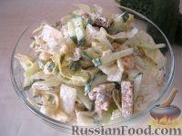 Фото к рецепту: Салат из лосося с ржаными сухариками