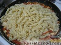 Фото приготовления рецепта: Паста с морским коктейлем и свежими помидорами - шаг №12
