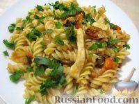 Фото приготовления рецепта: Паста с морским коктейлем и свежими помидорами - шаг №15